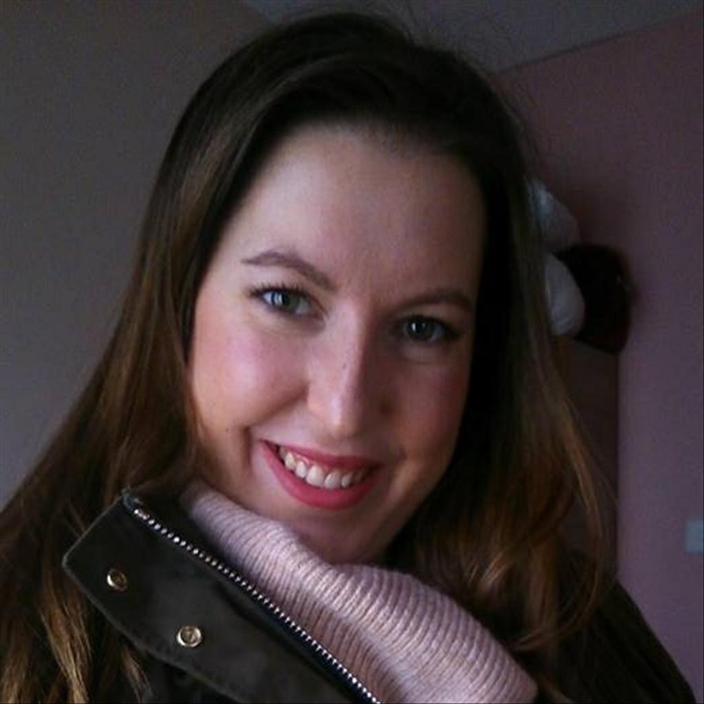 Lara busca trabajo de ayudante de cocina buscocamarero es - Trabajo de ayudante de cocina en madrid ...